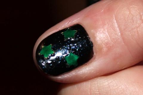 I love Christmas nails!