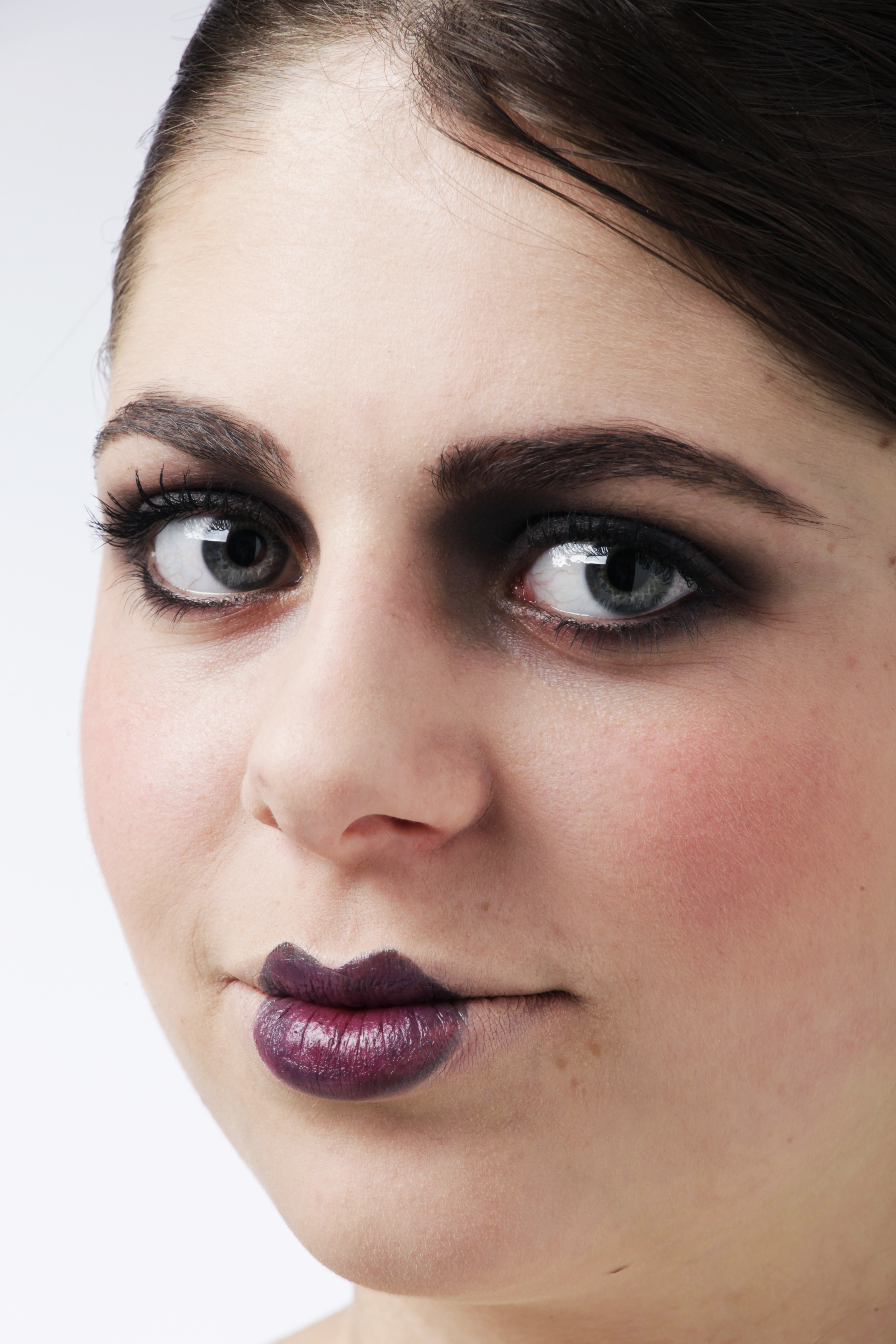 How to Make Your Lips Look Dark or Gothicish but Natural