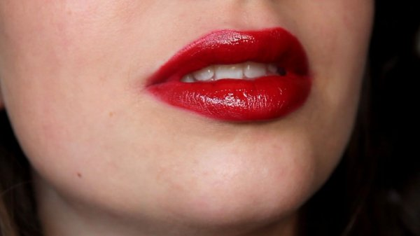 8 Steps To Perfect Red Lips