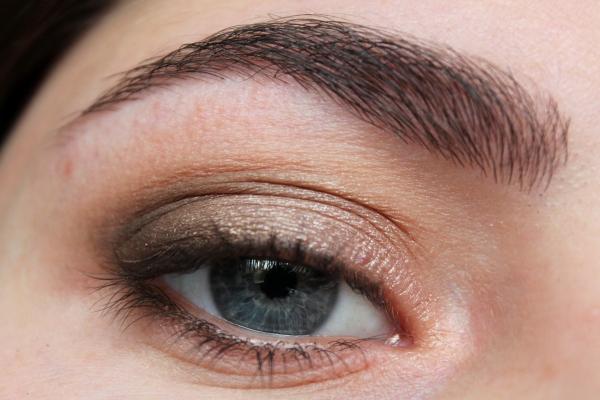 Tutorial: Five Minute Bronze Smokey Eyes